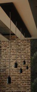 Eigen ontwerp Hanglamp 5 zwarte plafondbalk